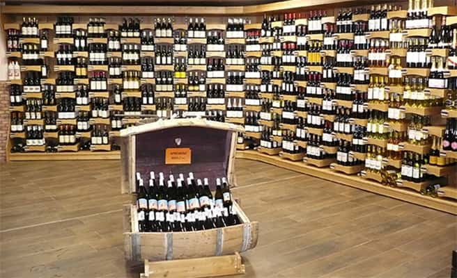 Sherpa supermarket Tignes - le lac wine cellar