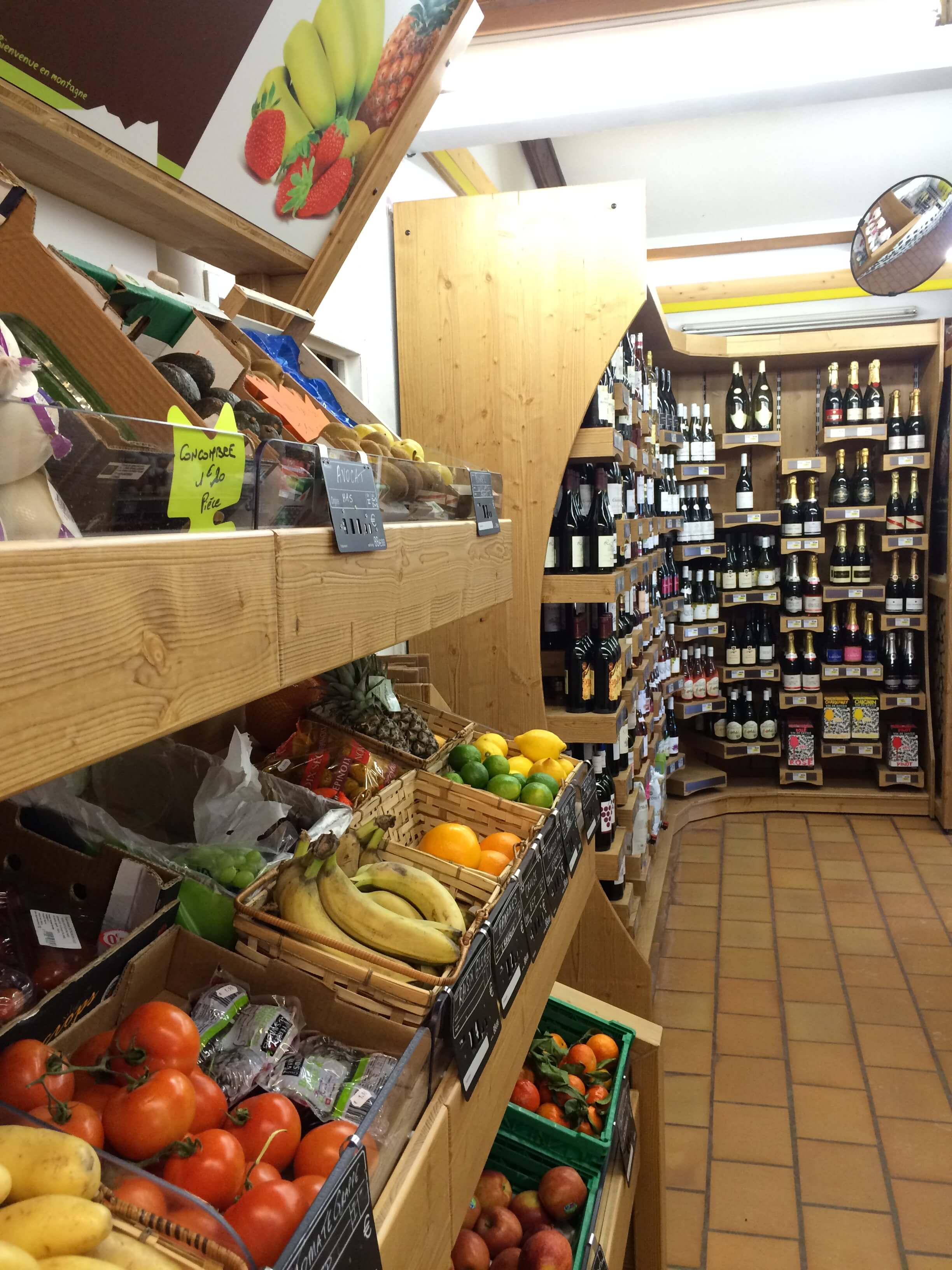 Sherpa supermarket Deux Alpes 1800 (les) fruits and wine cellar