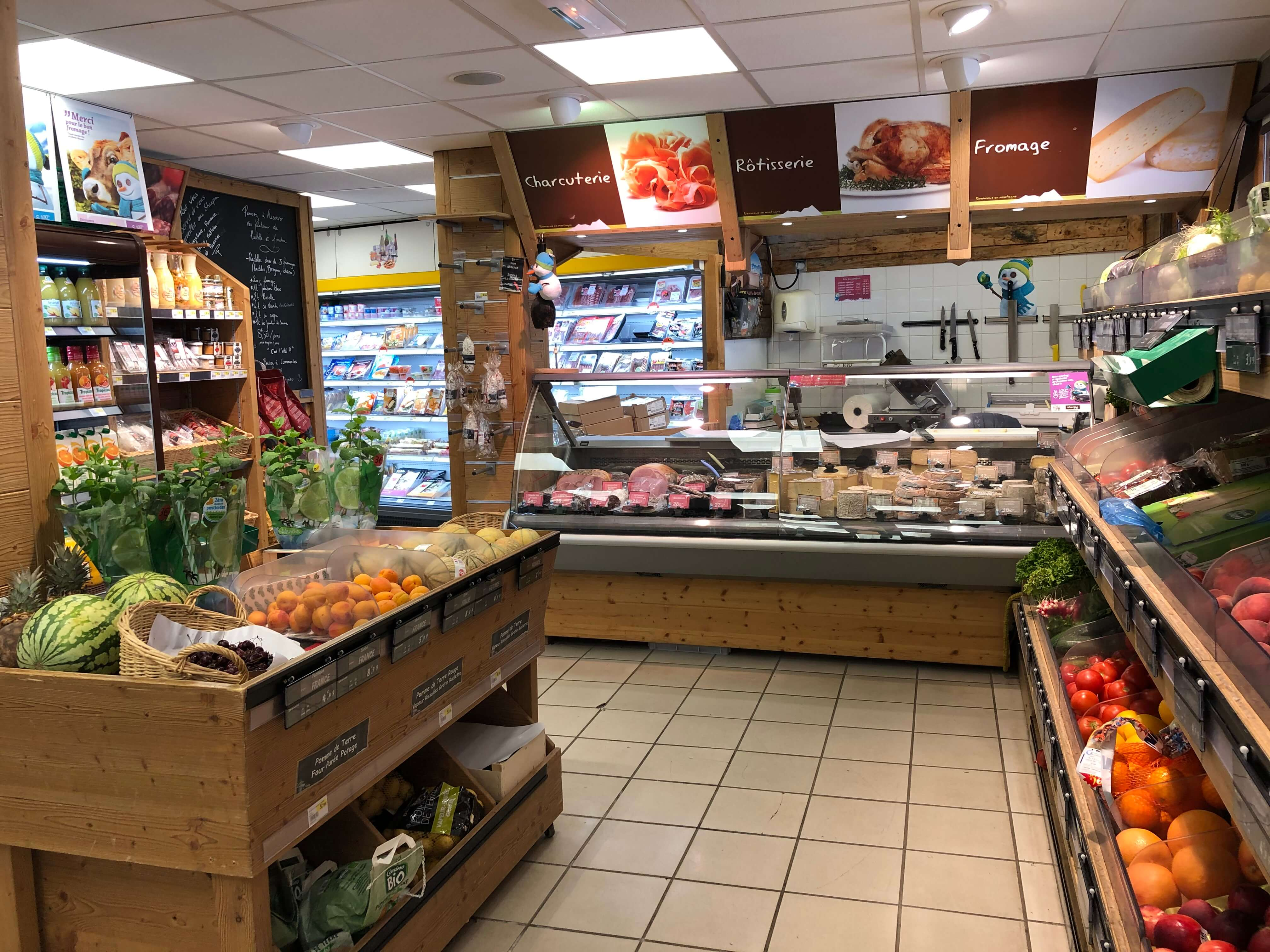 Sherpa supermarket Méribel 1600 fruits, vegetables, cheese and butcher