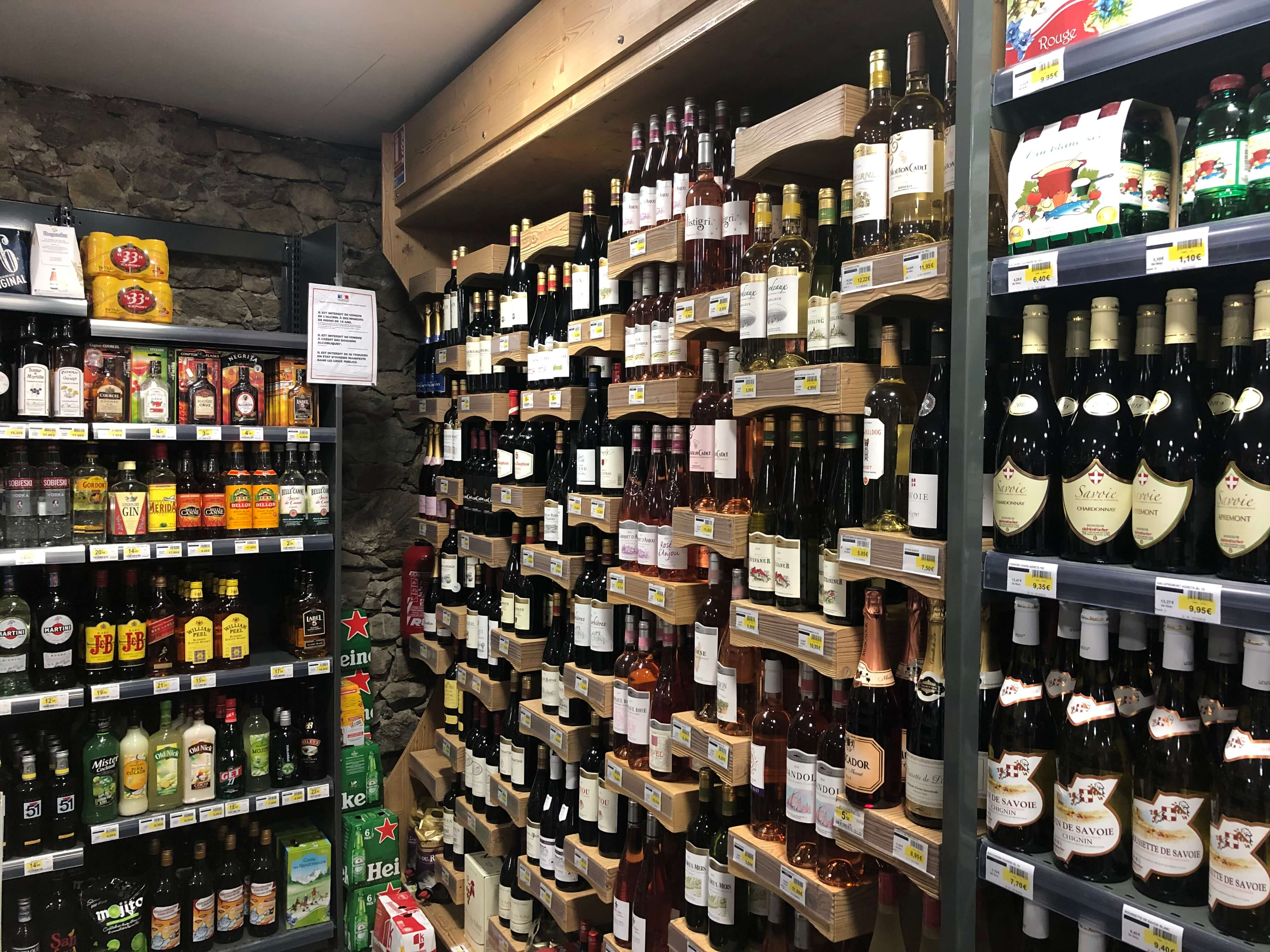 Sherpa supermarket Puy Saint Vincent 1400 wine cellar and alcohol