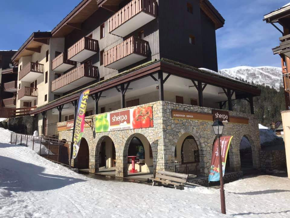 Sherpa supermarket Valmorel - Crève Coeur front to the slopes