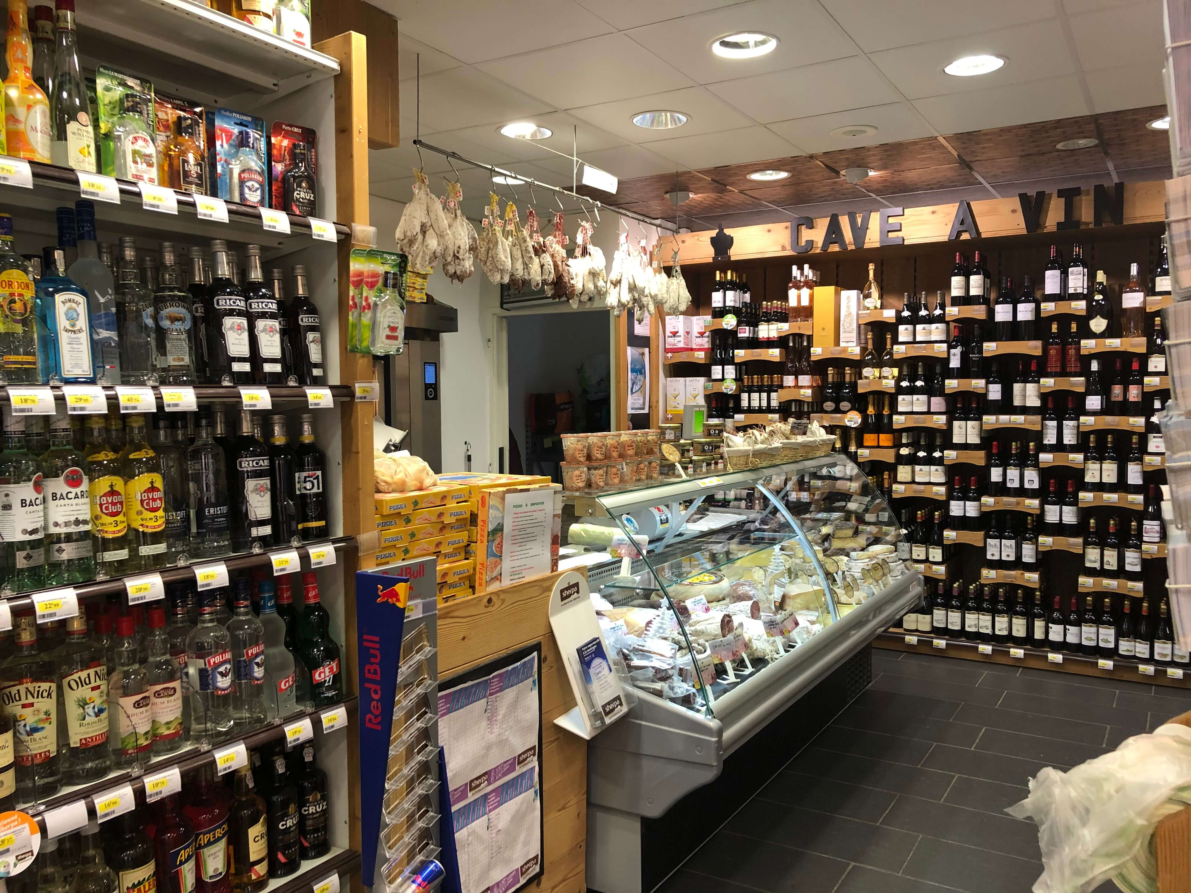Sherpa supermarket Val Cenis - les champs cheese and butcher