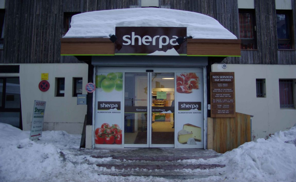 Sherpa supermarket Isola 2000 - st pierre winter entrance