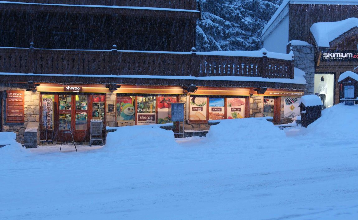 Sherpa supermarket Méribel 1600 winter entrance
