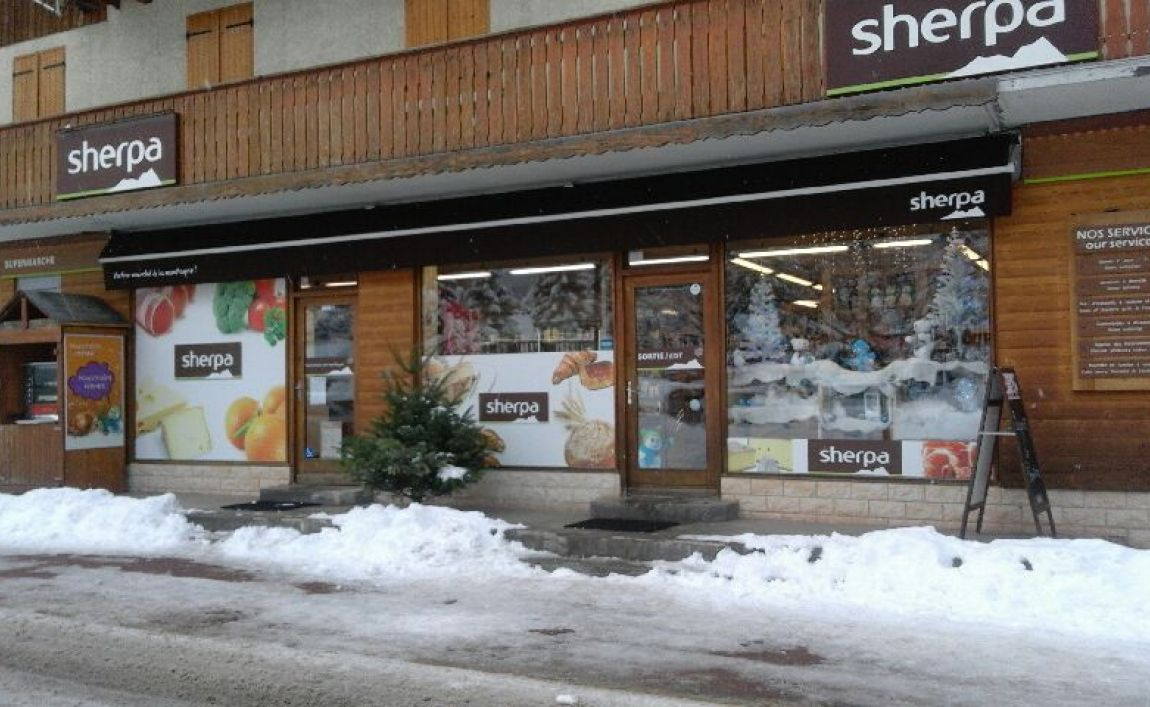 Sherpa supermarket Pralognan winter entrance