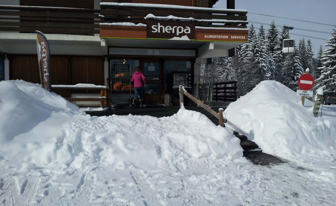 Sherpa supermarket Saint Gervais - le bettex winter entrance