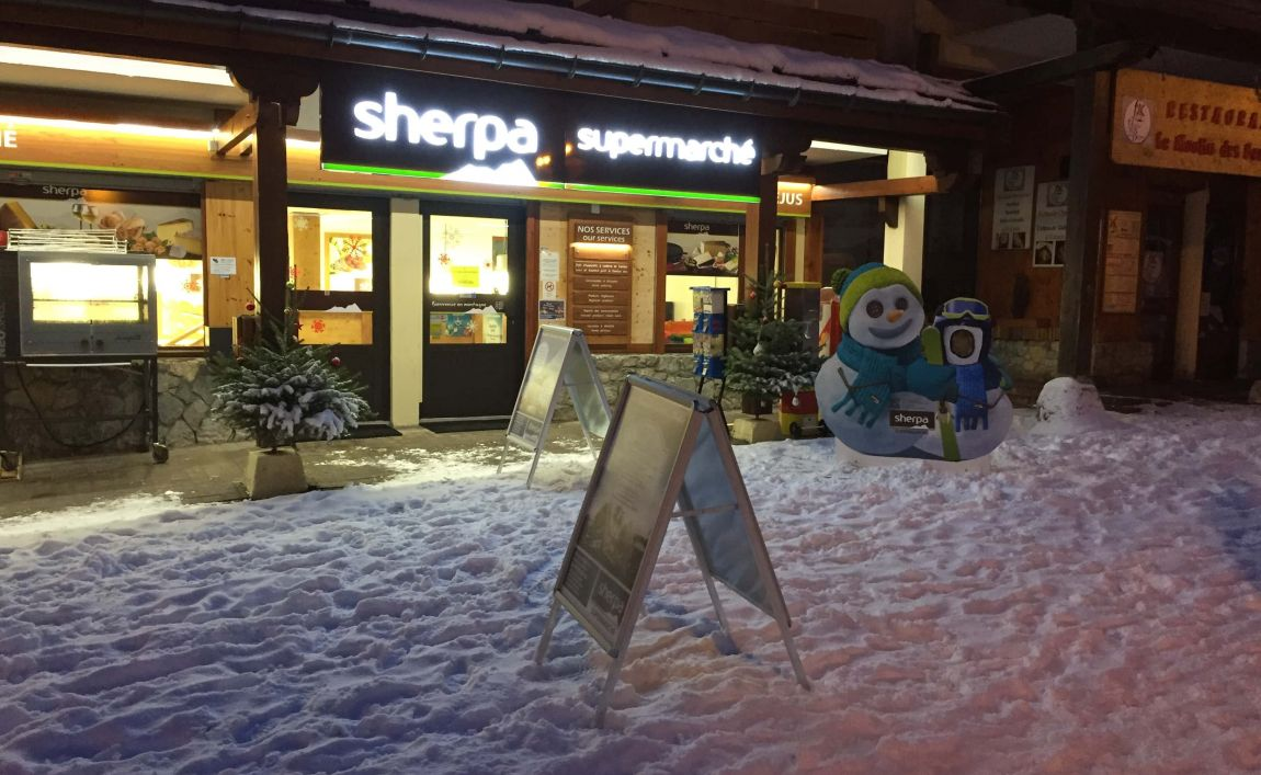 Sherpa supermarket Valfréjus winter entrance