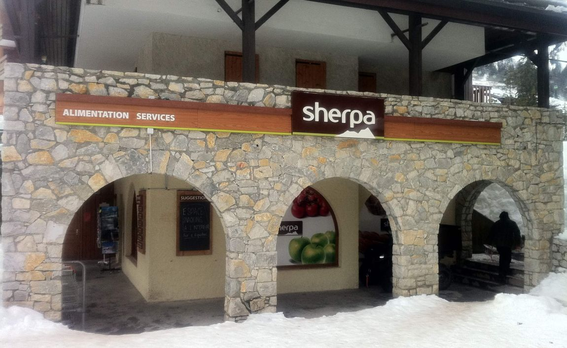 Sherpa supermarket Valmorel - Crève Coeur winter entrance